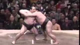 15e jour de l'Hatsu 2006 : Victoire par Uwatedashinage de l'Ozeki T...