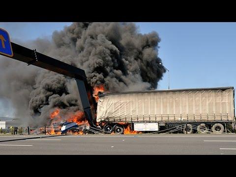 Amazing Truck Accidents Truck Crash Compilation 2016 | Compilation De Crash  Camion #22