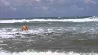Шри-Ланка. Хиккадува.  Август, 2015.  Пляжи с большими волнами.