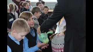 свято в Севастопольській школі і знайомство з учасниками ансамблю (БФ ''Дім Тепла'')