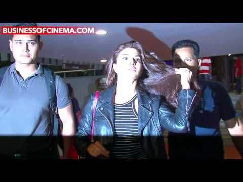 Jacqueline Fernandez' Naughty Antics At The Airport Will Make ROFL