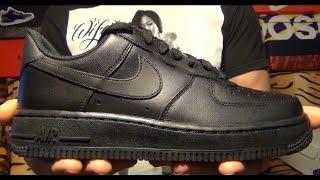 "Видеообзор Nike Wmns Air Force 1 '07 ""Black"" от #SNKRRVWS"