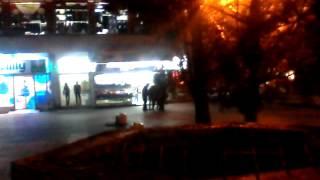 Tuca kineza i Srba u Mladenovcu.!! Za dva para patika!!!... :D