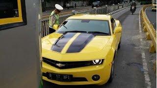 Mobil Chevrolet Camaro Kuning Bumblebee B 17 AFI  Raffi Ahmad yang terobos busway Dihentikan Polisi