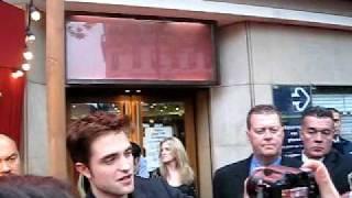 arrivée de robert pattinson au grand rex le 28 avril 2011