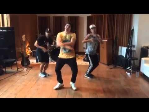 Mc biel dançando química😍