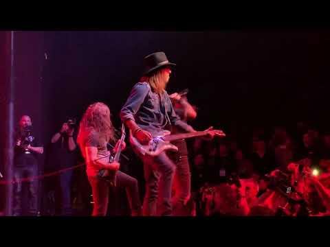 Corey Taylor, Rex Brown play PANTERA This Love w/ Charlie Benante, Chris Broderick at Dimebash 19