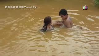 Hai vợ chồng làm chuyện ấy dưới hồ