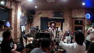2018.9.16 Bar South or Northでの ミワタジィーwith SATOHの演奏.