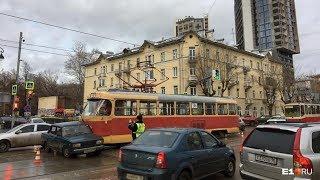 2 пятёрки: трамвай №5 пронзил ВАЗ-2105