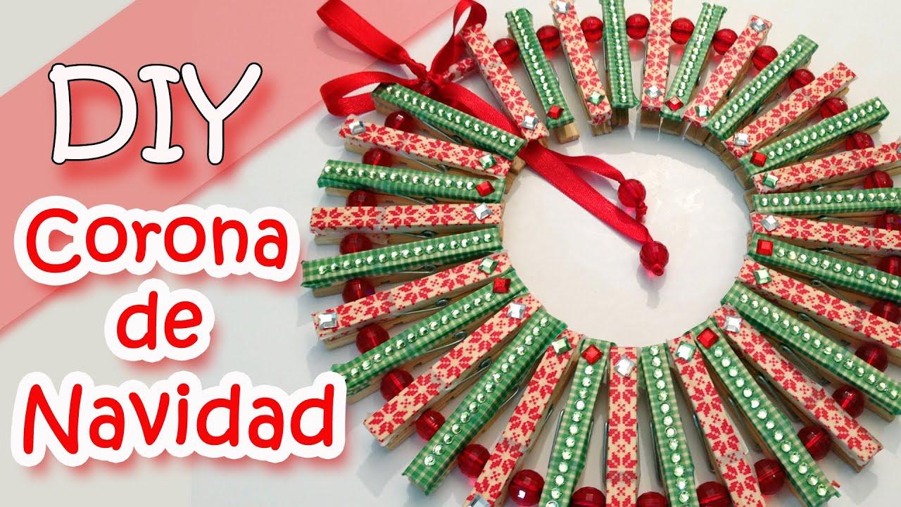 Adornos navide os corona de navidad con pinzas de ropa for Manualidades para adornos navidenos