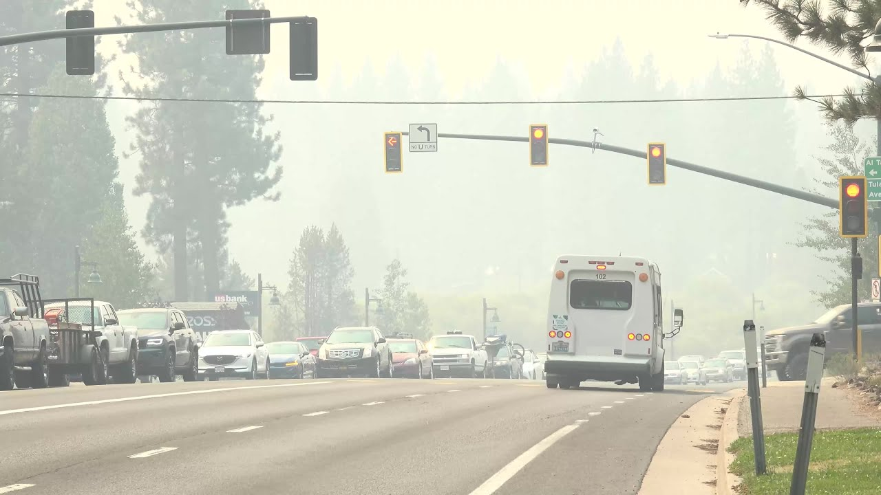 Lake Tahoe residents flee from Caldor Fire