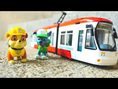"""Видео для детей. Игрушки из мультфильма """" Щенячий Патруль"""". Крепыш  и Рокки едут на трамвае"""