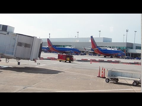 HD DAL Southwest Airlines Makes Wrong Turn to United Ramp Dallas Love Field