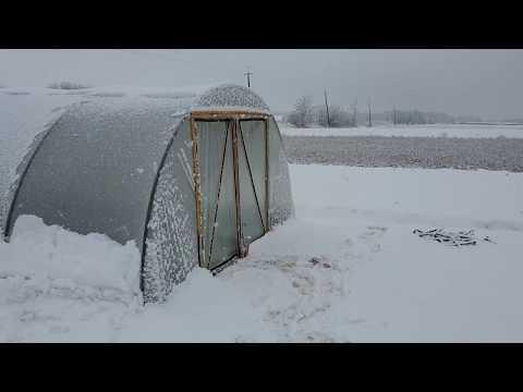 Балаганы под снегом. Разница в температурах.
