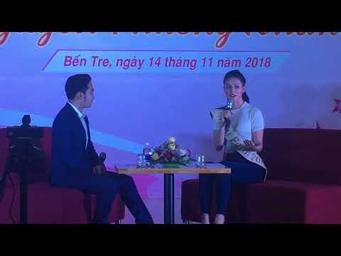 hoa hậu Nguyễn Phương Khánh giao lưu với học sinh Bến Tre