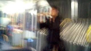 Chileno doidao  tocando flauta no onibus