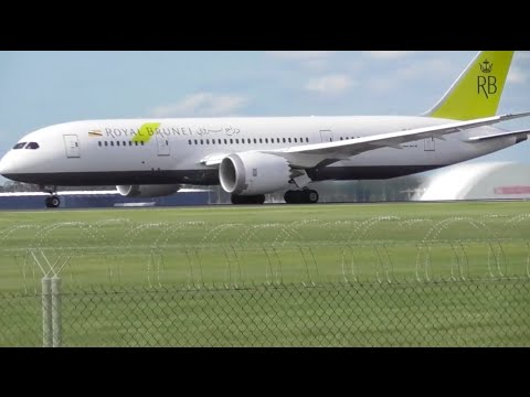 SPEED IS KEY | Royal Brunei 787-8 Takeoff from Melbourne Airport - [V8-DLA]