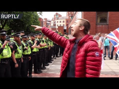 RAW: Scuffles breakout at 'Free Tommy Robinson' rally in Leeds