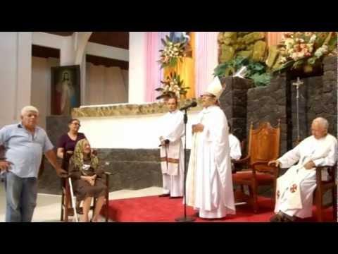Monseñor Osvaldo Brenes canta Luna Liberiana a su tía que cumplía 100 años