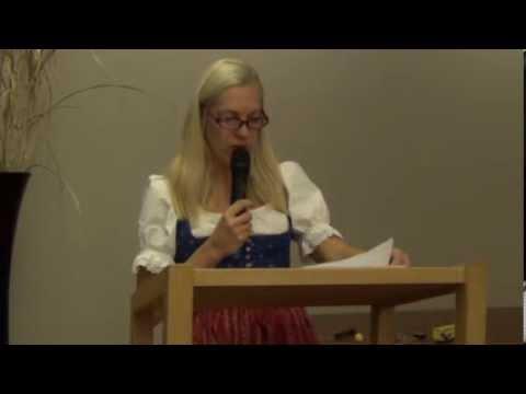 """Martina Schettina. Performance """"Theoriedesign der Einsteinformel"""". Denkerei Berlin 2013"""