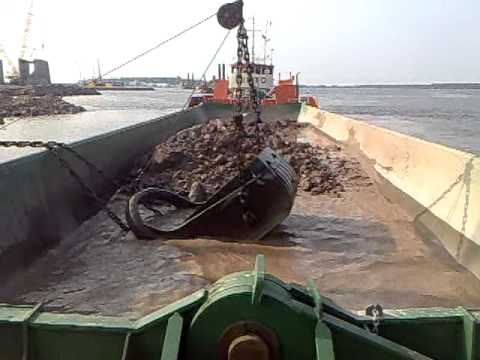 Wasa dredging barge dumping, Tinto tugboat, Lima bucket.mp4