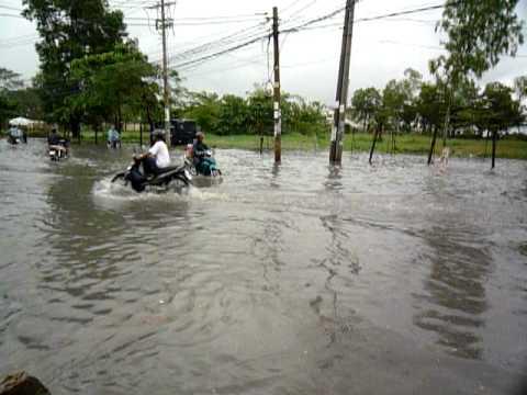 Đường tỉnh lộ 43 phường Bình Chiểu, Thủ Đức sau cơn mưa