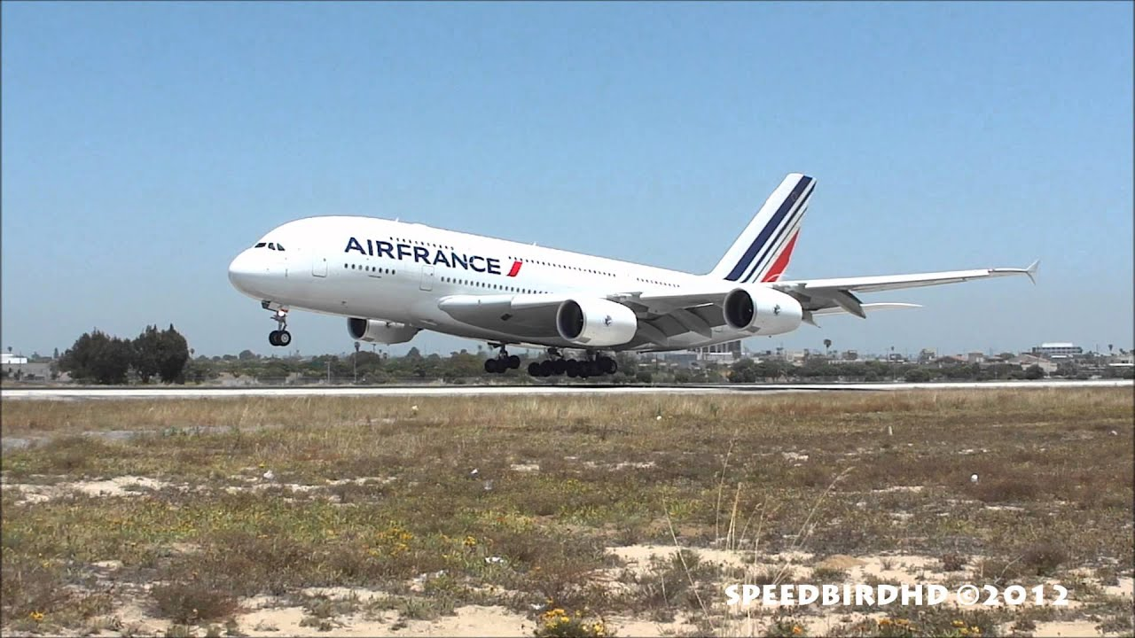 Air france airbus a380 861 f hpje landing in los angeles for A380 air france interieur