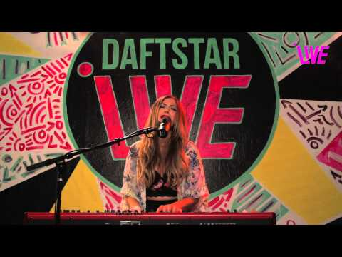 Molly Roth 'Pin Me Up' Live Performance & Interview with Daftstar