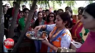 bikaner: पारिवारिक वानिकी पर्यावरण जागरूकता अभियान के तहत पेड़ों पर बांधे पक्षियों के लिए घोंसले