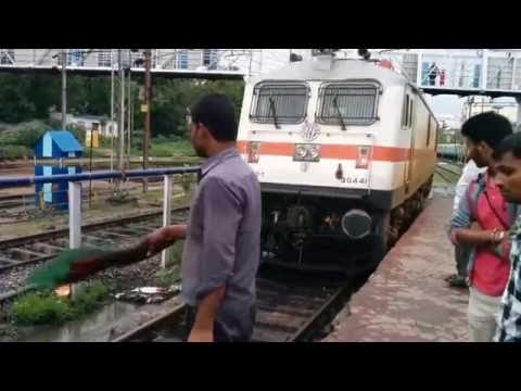 WAP 7 Locomotive coupling with Charminar SF Express