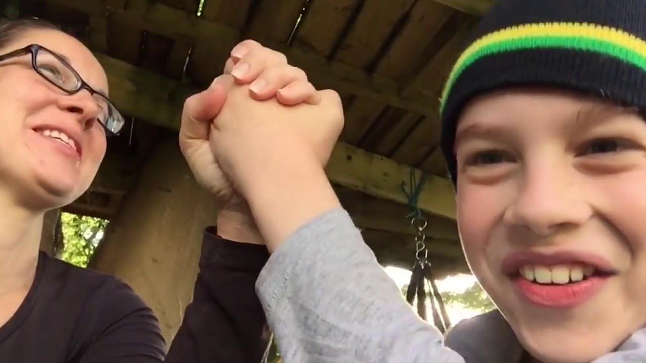 |Arm Wrestling| Mom vs Son💪 - YouTube