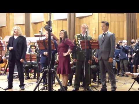Алсу и другие звезды записали Гимн России (Любительская съемка 2)