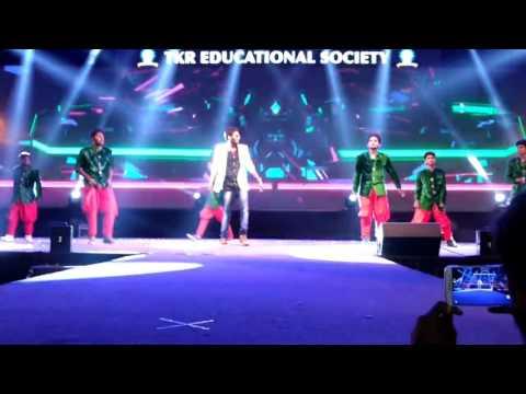 Apple beauty dance performance By Ranadeep Reddy