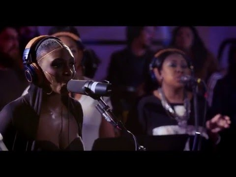"Snarky Puppy feat. Laura Mvula & Michelle Willis - ""Sing to the Moon"" (Family Dinner Volume Two)"