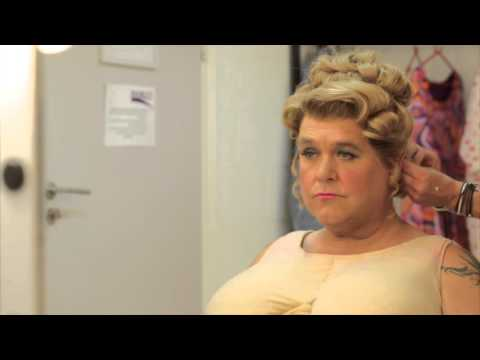 Hairspray  Tony Maudsley transforming into Edna  UK Tour, 2015