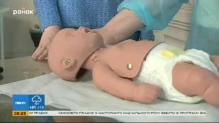 видео Ребенок упал с дивана вниз головой: Комаровский с кровати ударился