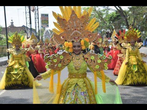 karnaval-luar-biasa-busana-mewah-smpn-1-genteng-banyuwangi-2019-hut-ri-ke-74