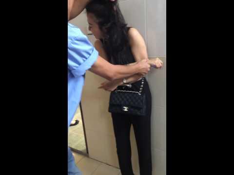 Hiếp dâm trong WC =))