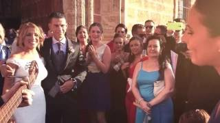uno x uno , Cantan a Estefania & Migue en la puerta de la Iglesia Mayor en San Fernando, Cádiz
