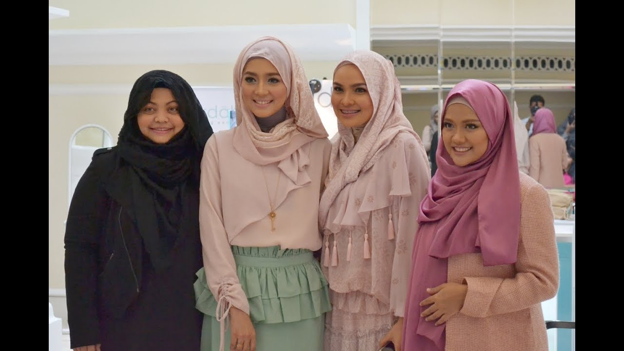 Diajeng Lestari At Ria Miranda Trunk Show 2014 YouTube