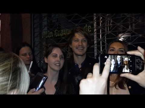 Hanson - Moe Tour 2017 Cologne - Taylor with fans on the street! part 6