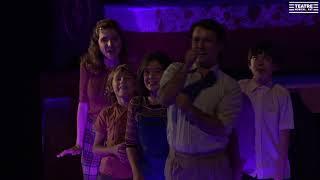 Paraigua d'amor - Raincoat of love - (Fun Home d'Onyric, Teatre Condal de Barcelona)