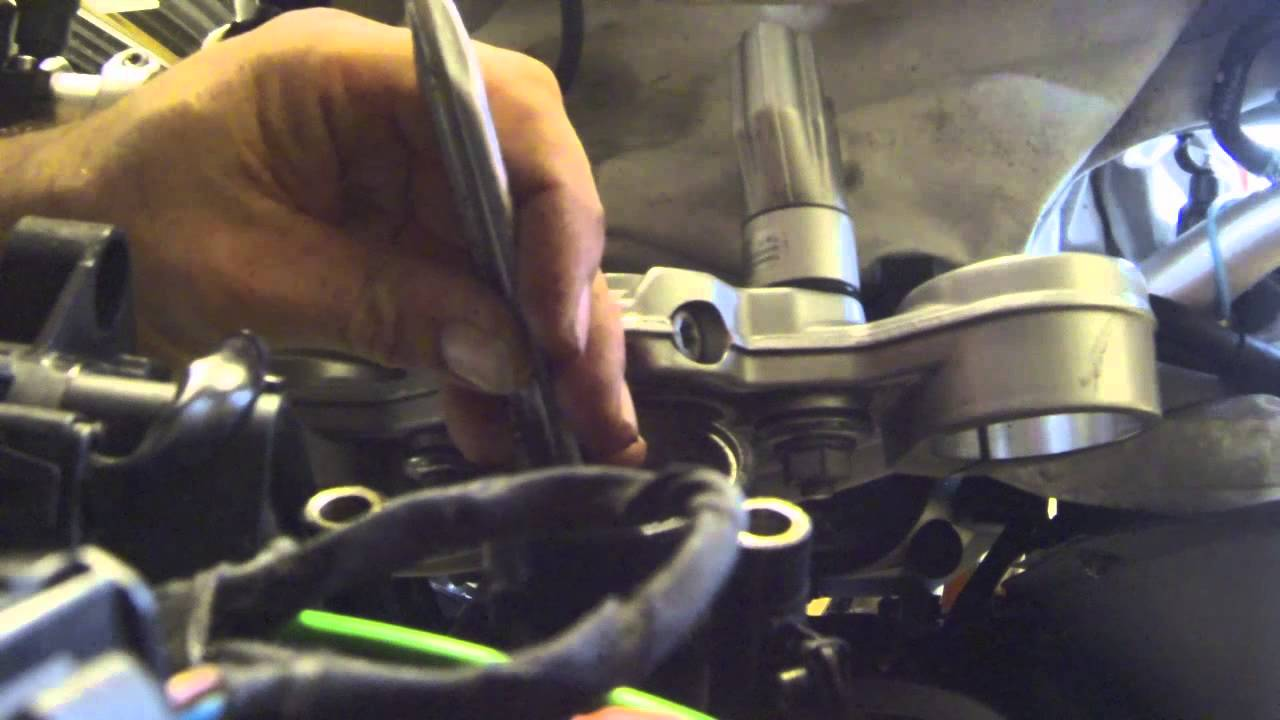 BMW F800GS Changing the steering head bearings