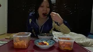 진아의최신동영상.집밥먹기.고추무침.계란3개.당근조림.참…