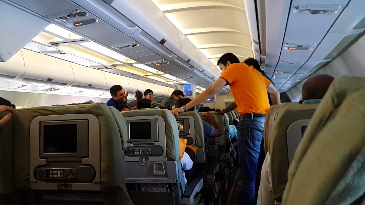 Drunk passengers in srilankan airlines flight youtube - Srilankan airlines office ...