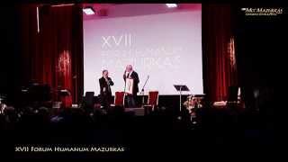 XVII Forum Humanum Mazurkas - Dariusz Łabędzki  wręcza karykaturę  Markowi Majewskiemu MCC Mazurkas