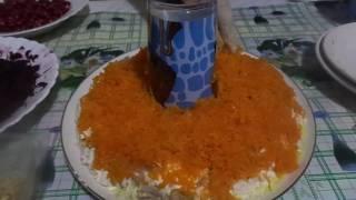 Приготовление очень вкусного салата -  Гранатовый браслет из куриного филе и овощей.