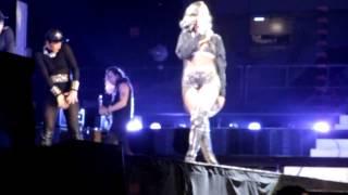 Rihanna au Grand stade de Lille - Numb