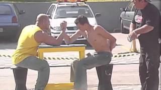 Pegadinha: Campeão braço de ferro